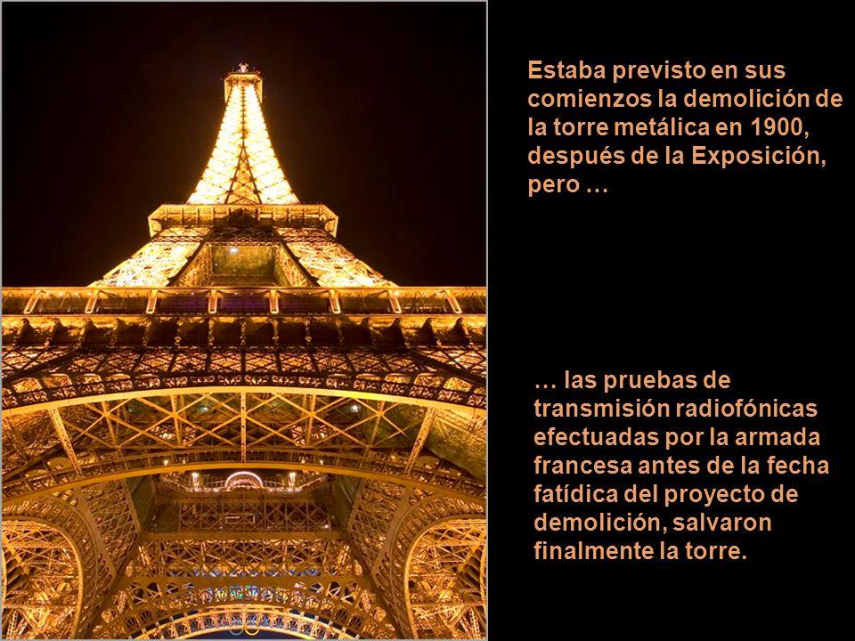 En el estudio de Gustav Eiffel, cuya actividad principal era el diseño de viaductos y líneas de ferrocarril, fue elaborado el diseño de la torre que l