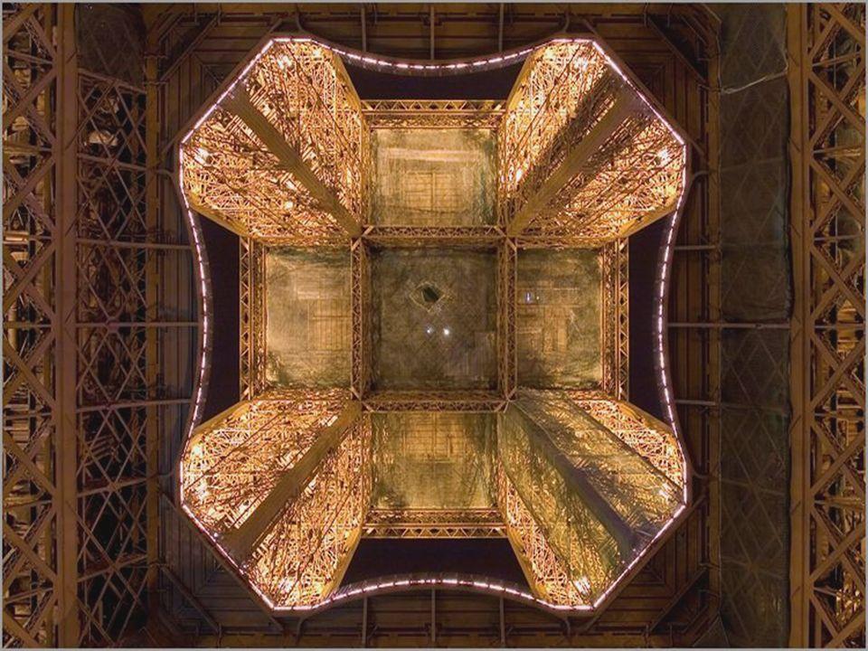 Estaba previsto en sus comienzos la demolición de la torre metálica en 1900, después de la Exposición, pero … … las pruebas de transmisión radiofónica