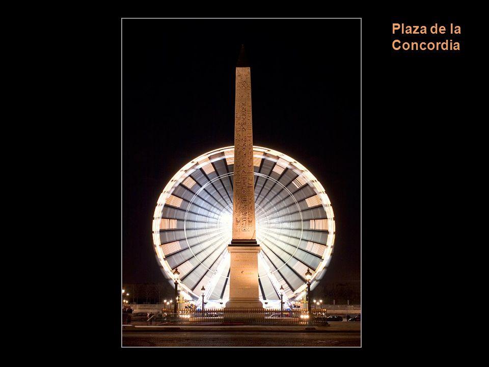 Fuente de la Plaza de la Concordia Buen ejemplo del clasicismo es la place de la Concorde, diseñada por Gabriel en 1757. Ocupó su centro la estatua de