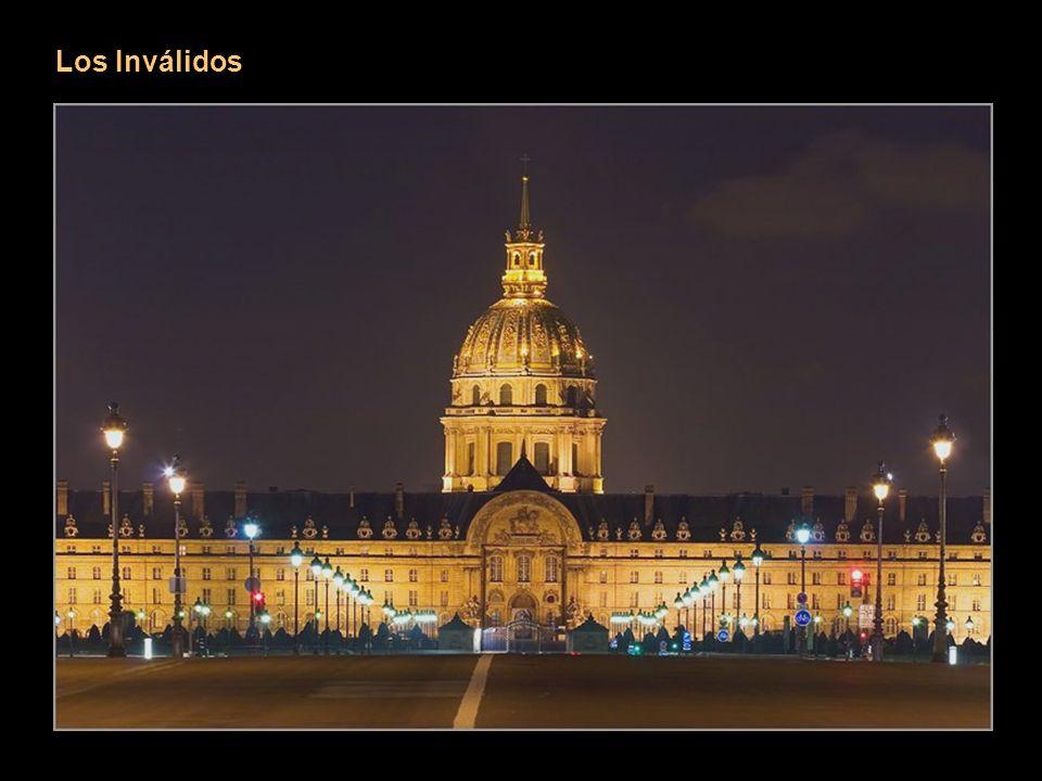 Los Inválidos Este vasto conjunto de edificios que comprende el Hôtel des Invalides se extiende entre la place Vauban y la Explanada de los Inválidos.
