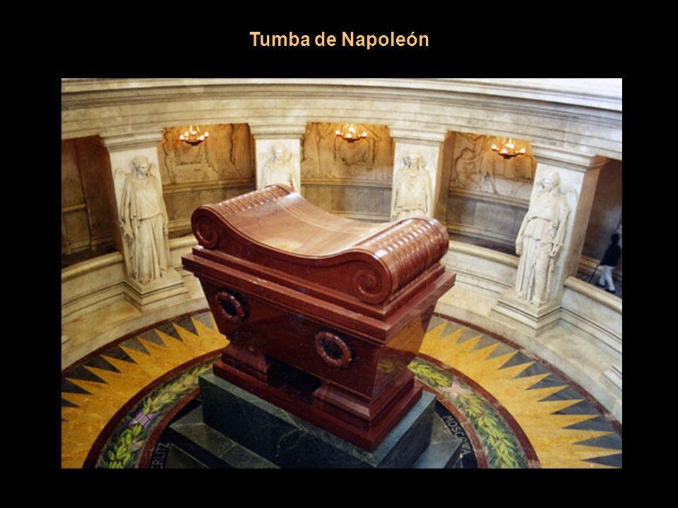 Tumba de Napoleón Esta vez los franceses pusieron buen cuidado para que no volviese a salir y encerraron sus despojos en seis ataúdes.