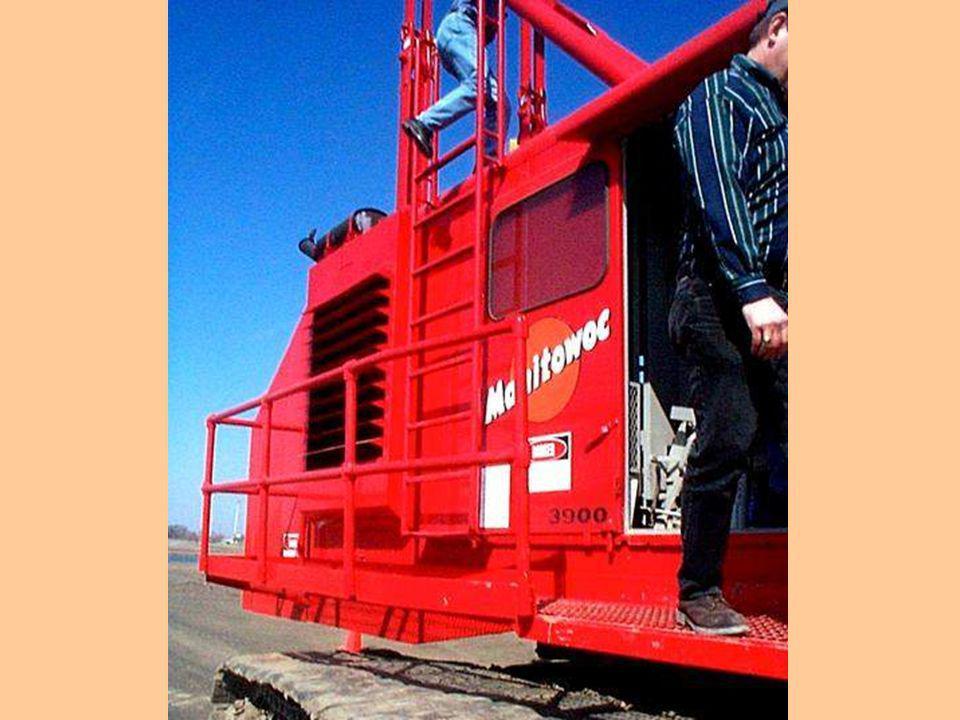 1926.550 – Grúas y Torres. Para la instalación del equipo de levantamiento de carga o para el servicio, se deberá proveer una escalera, o escalones qu