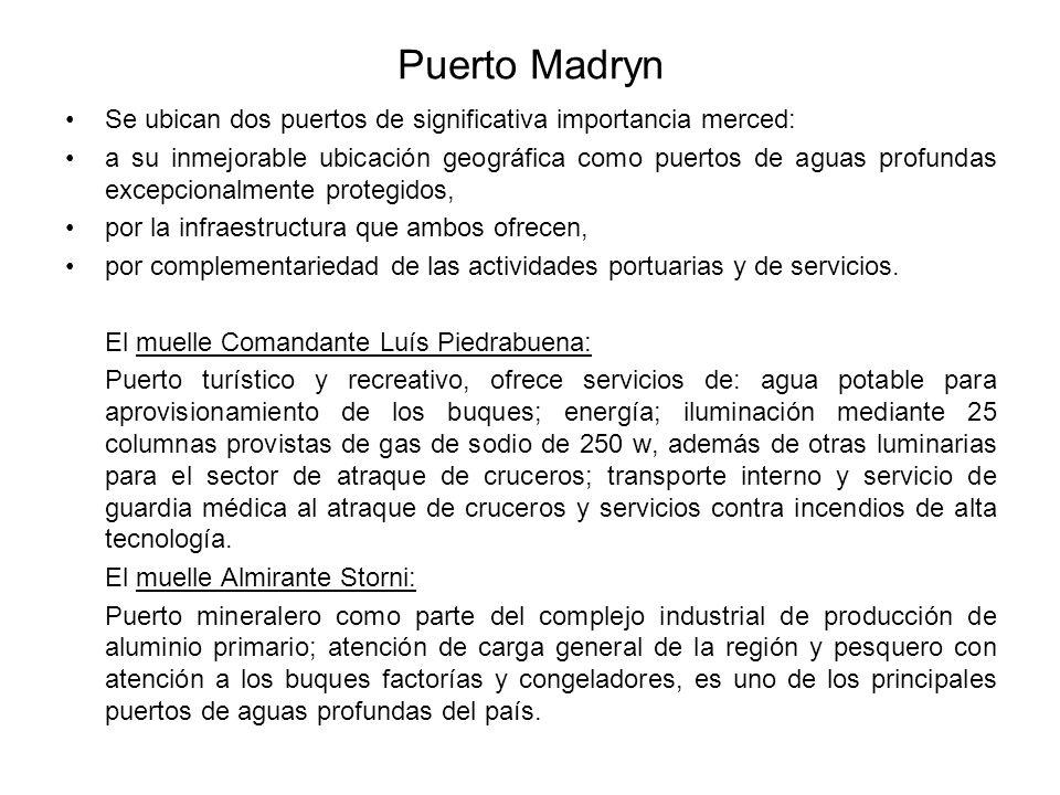 Puerto Madryn Se ubican dos puertos de significativa importancia merced: a su inmejorable ubicación geográfica como puertos de aguas profundas excepcionalmente protegidos, por la infraestructura que ambos ofrecen, por complementariedad de las actividades portuarias y de servicios.