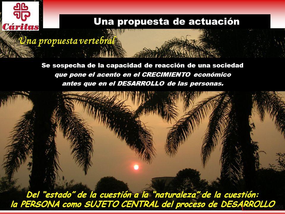 Equipo de ESTUDIOS 31 Una propuesta vertebral Se sospecha de la capacidad de reacción de una sociedad que pone el acento en el CRECIMIENTO económico a