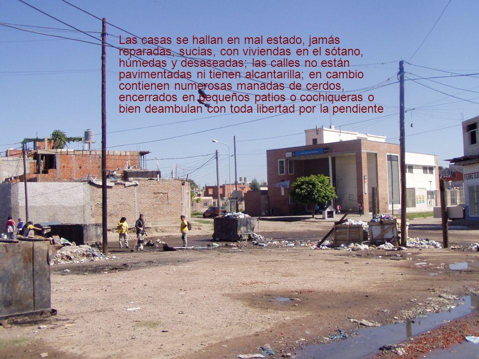 Las casas se hallan en mal estado, jamás reparadas, sucias, con viviendas en el sótano, húmedas y desaseadas; las calles no están pavimentadas ni tien