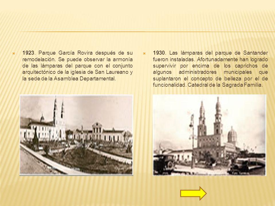 1923. Parque García Rovira después de su remodelación. Se puede observar la armonía de las lámparas del parque con el conjunto arquitectónico de la ig