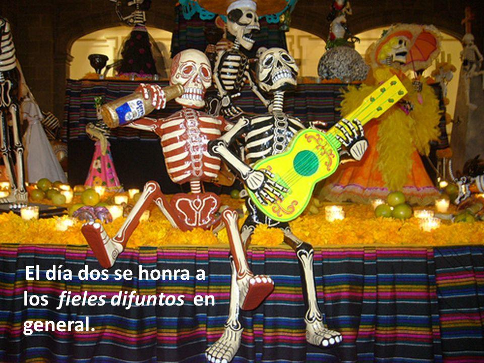 Hoy en día las ofrendas no han variado demasiado y todavía pueden verse en ciertos lugares de fuerte tradición prehispánica, como Janitzio y Mixquic.