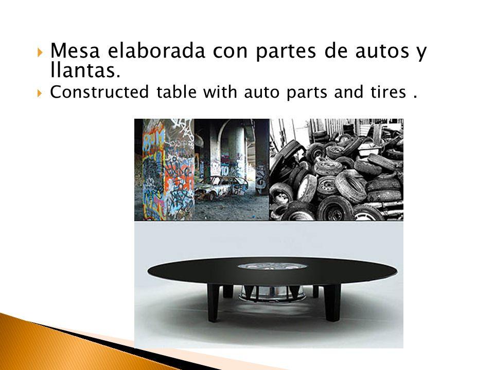 Mesa elaborada con partes de autos y llantas. Constructed table with auto parts and tires.