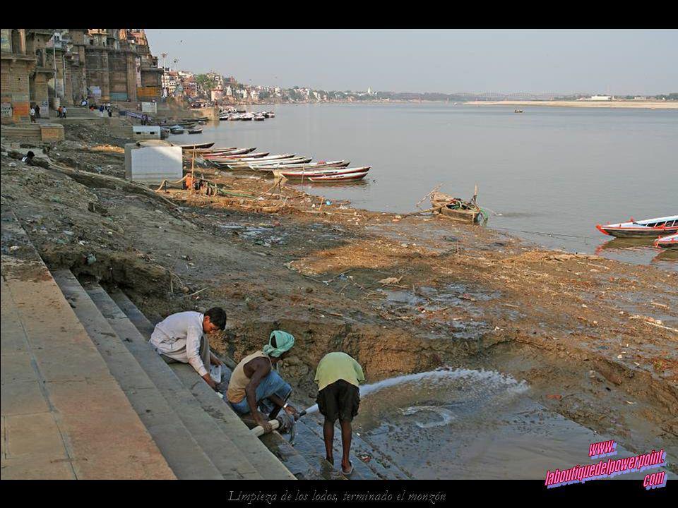 Caos en las calles de Varanasi