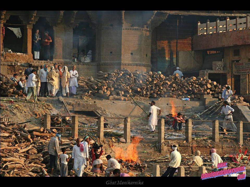 Ghat Manikarnika, el principal ghat crematorio