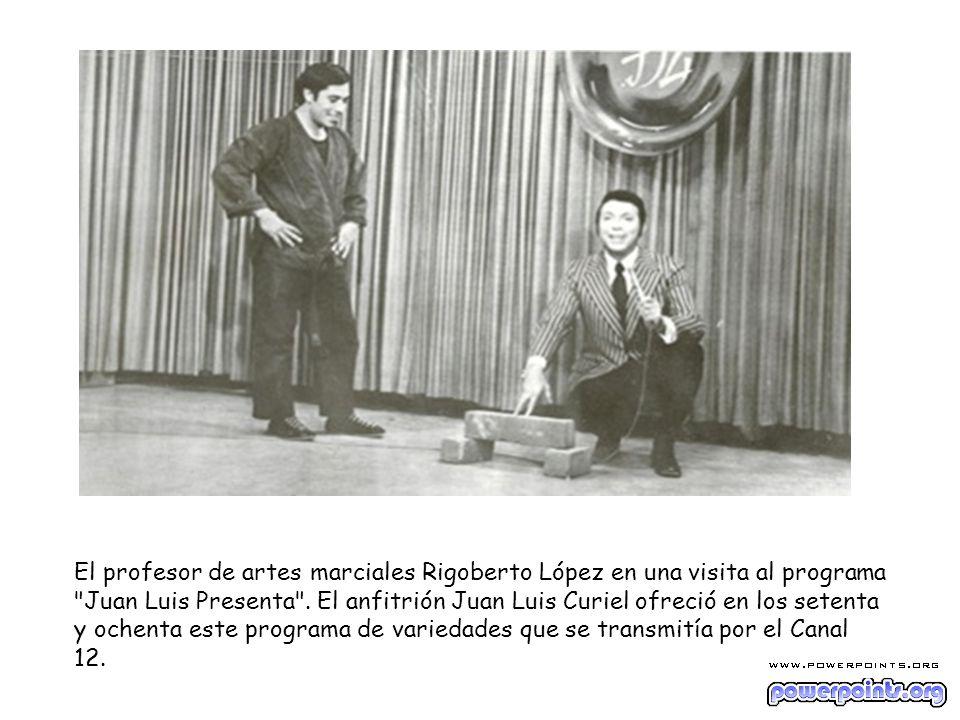 El profesor de artes marciales Rigoberto López en una visita al programa