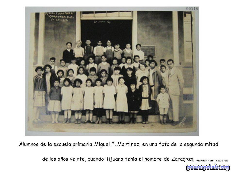 Alumnos de la escuela primaria Miguel F. Martínez, en una foto de la segunda mitad de los años veinte, cuando Tijuana tenía el nombre de Zaragoza.