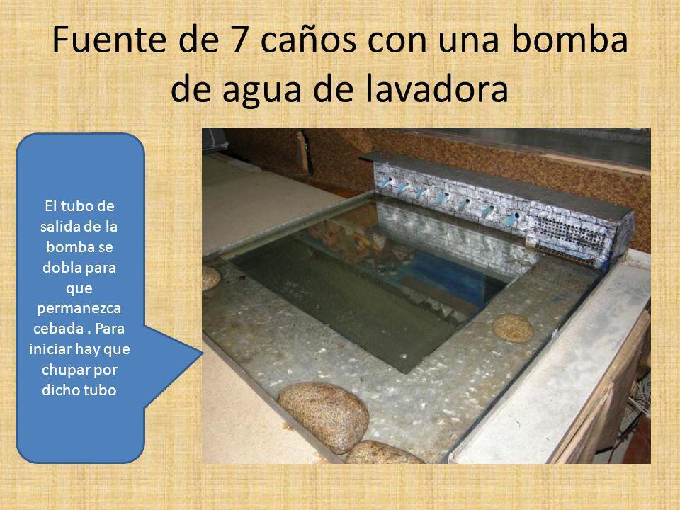 Fuente de 7 caños con una bomba de agua de lavadora El tubo de salida de la bomba se dobla para que permanezca cebada.