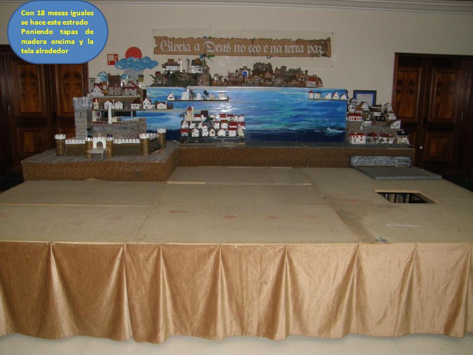 Con 18 mesas iguales se hace este estrado Poniendo tapas de madera encima y la tela alrededor