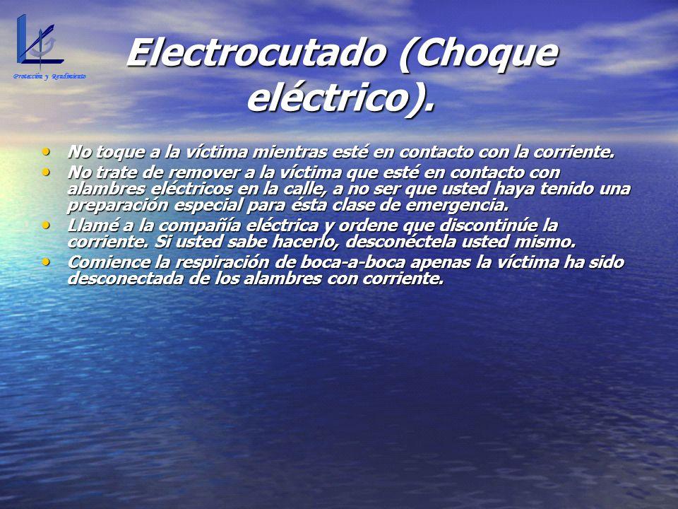 Electrocutado (Choque eléctrico). No toque a la víctima mientras esté en contacto con la corriente. No toque a la víctima mientras esté en contacto co