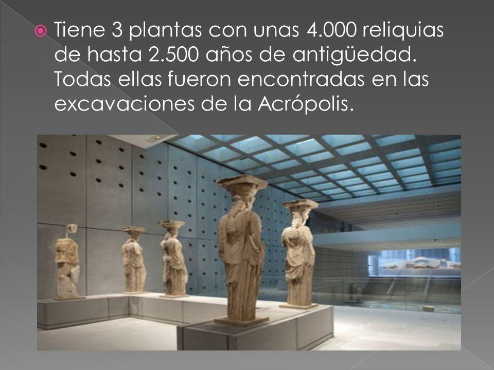 Tiene 3 plantas con unas 4.000 reliquias de hasta 2.500 años de antigüedad. Todas ellas fueron encontradas en las excavaciones de la Acrópolis.