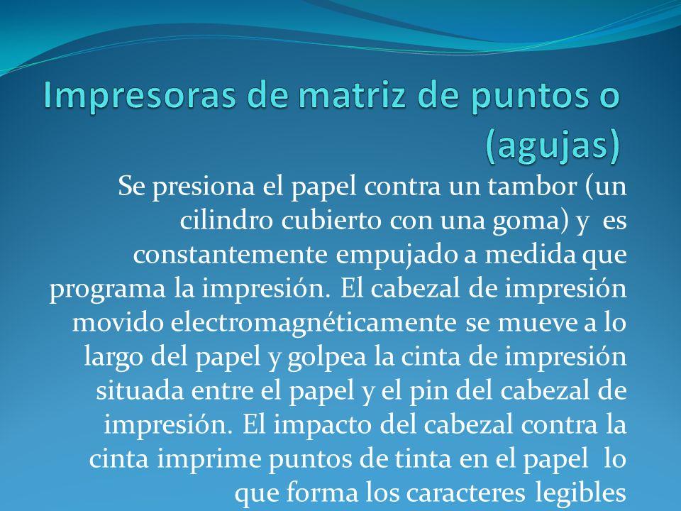 El tipo de papel empleado no es el más adecuado para imprimir documentos en color.