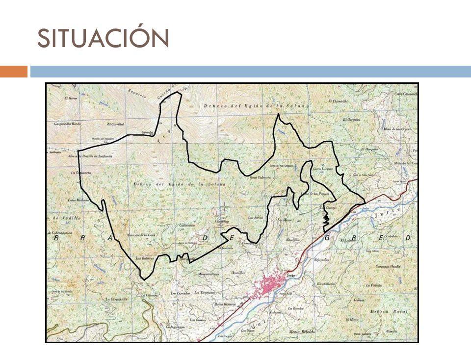 DESCRIPCIÓN DE LA FINCA Superficie: 1.017 hectáreas (incluye el Enclave de Roza Cabera de 3 hectáreas) La mayor parte de la finca está poblada por robles (quercus pyrenaica), en su mayor parte, además de otras especies: castaños, cerezos, etc.