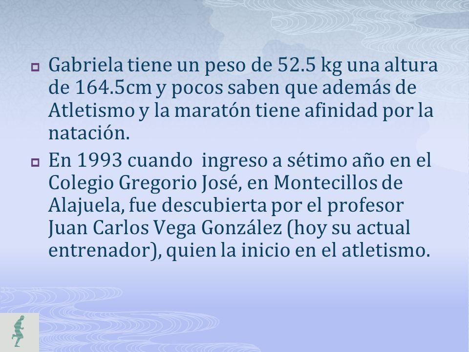 Gabriela tiene un peso de 52.5 kg una altura de 164.5cm y pocos saben que además de Atletismo y la maratón tiene afinidad por la natación. En 1993 cua