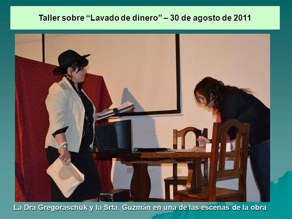 La Dra Gregoraschuk y la Srta. Guzmán en una de las escenas de la obra Taller sobre Lavado de dinero – 30 de agosto de 2011