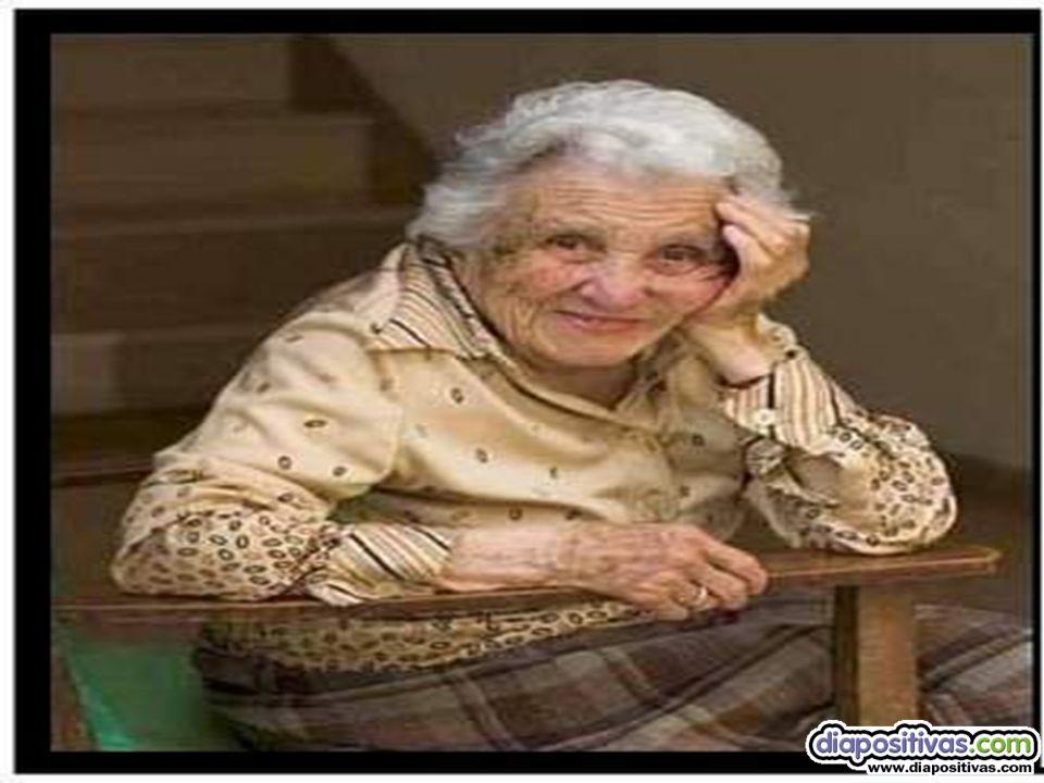 Kevin Costner Tercero: Hay una viejecita de 90 años en el piso de arriba, que todavía es virgen, la tiene que desflorar