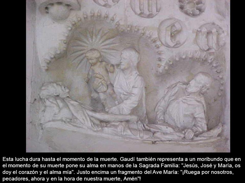 Esta lucha dura hasta el momento de la muerte. Gaudí también representa a un moribundo que en el momento de su muerte pone su alma en manos de la Sagr