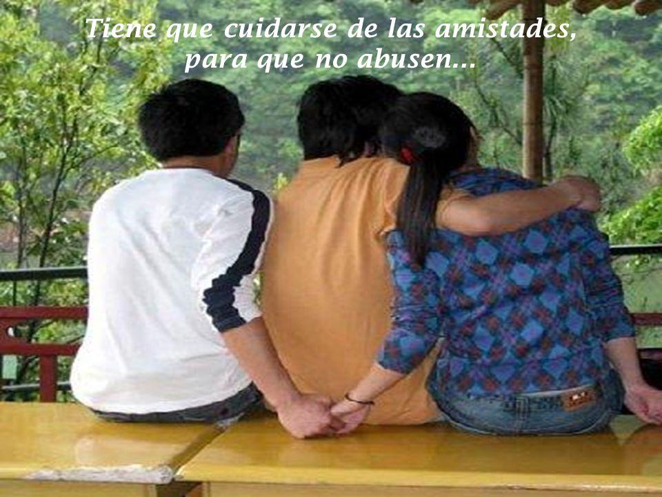 Tiene que conquistar con regalos a su familia, para que lo puedan amar.
