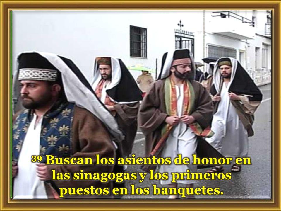 Lectura del Marcos 12, 38-44 En aquel tiempo, 38 Jesús enseñaba a la gente y les decía: –«¡Cuidado con los escribas !» Les encanta pasearse con amplio