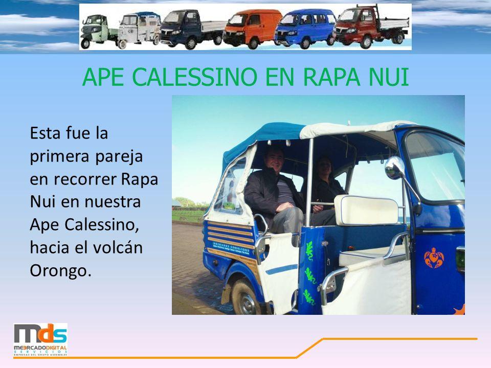 APE CALESSINO EN RAPA NUI Esta fue la primera pareja en recorrer Rapa Nui en nuestra Ape Calessino, hacia el volcán Orongo.