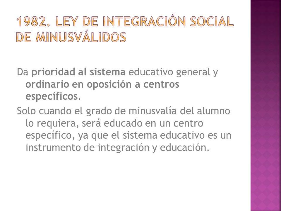 Da prioridad al sistema educativo general y ordinario en oposición a centros específicos.