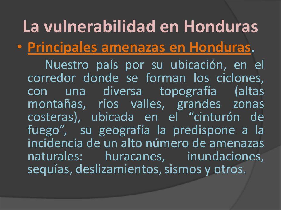 La vulnerabilidad en Honduras Principales amenazas en Honduras. Nuestro país por su ubicación, en el corredor donde se forman los ciclones, con una di
