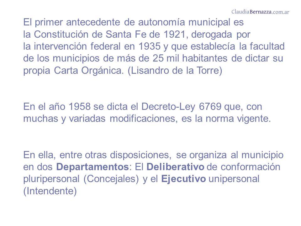 El primer antecedente de autonomía municipal es la Constitución de Santa Fe de 1921, derogada por la intervención federal en 1935 y que establecía la facultad de los municipios de más de 25 mil habitantes de dictar su propia Carta Orgánica.