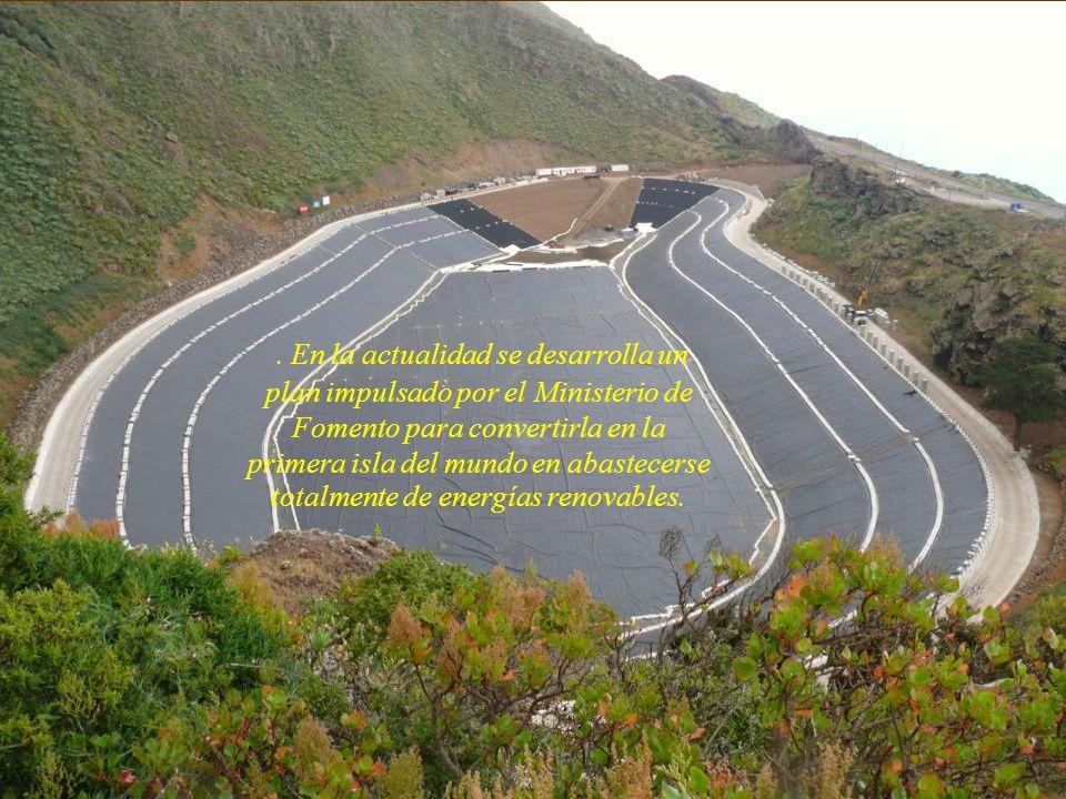 Pozo de Las calcosas, no llegan vehículos, hay q bajar a pié por el acantilado de mas de cien metros de altitud