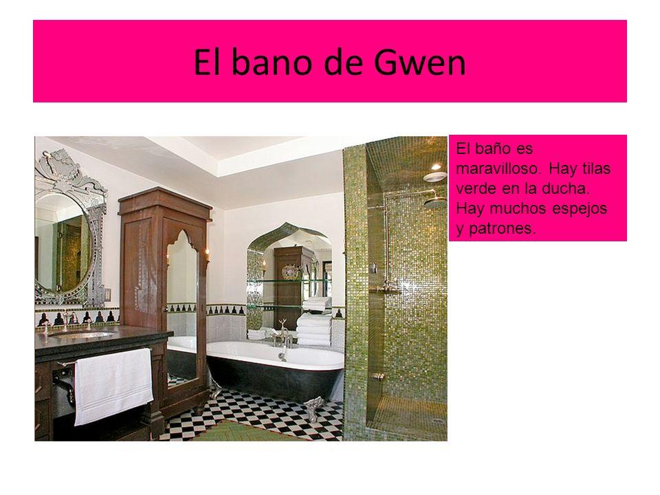 El bano de Gwen El baño es maravilloso. Hay tilas verde en la ducha. Hay muchos espejos y patrones.