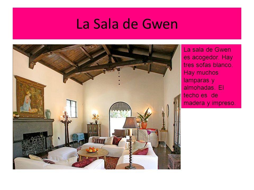 La Sala de Gwen La sala de Gwen es acogedor.Hay tres sofas blanco.