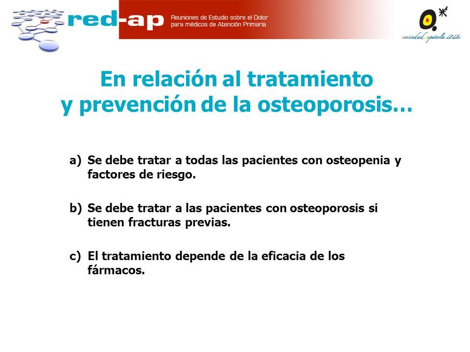 a)Se debe tratar a todas las pacientes con osteopenia y factores de riesgo.