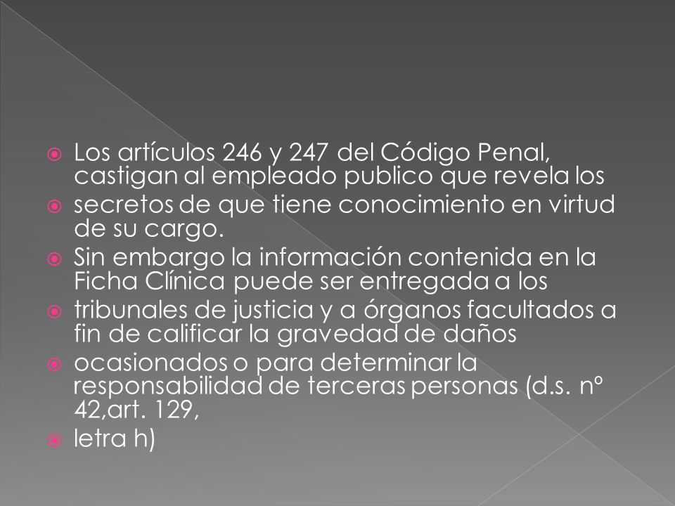 Los artículos 246 y 247 del Código Penal, castigan al empleado publico que revela los secretos de que tiene conocimiento en virtud de su cargo. Sin em