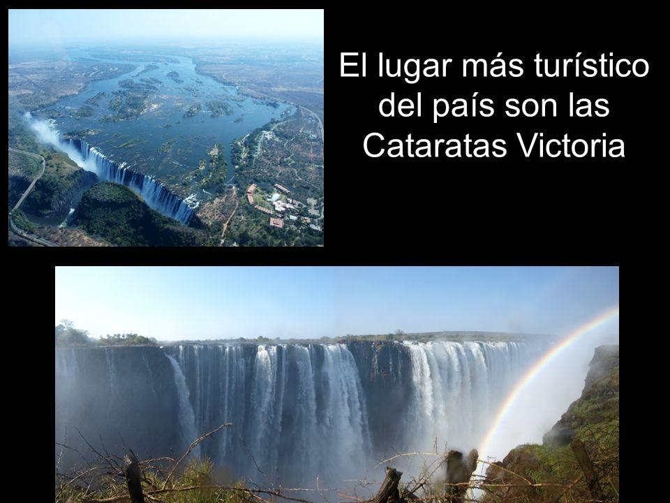 El lugar más turístico del país son las Cataratas Victoria