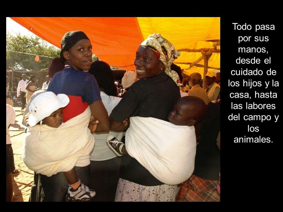 Todo pasa por sus manos, desde el cuidado de los hijos y la casa, hasta las labores del campo y los animales.