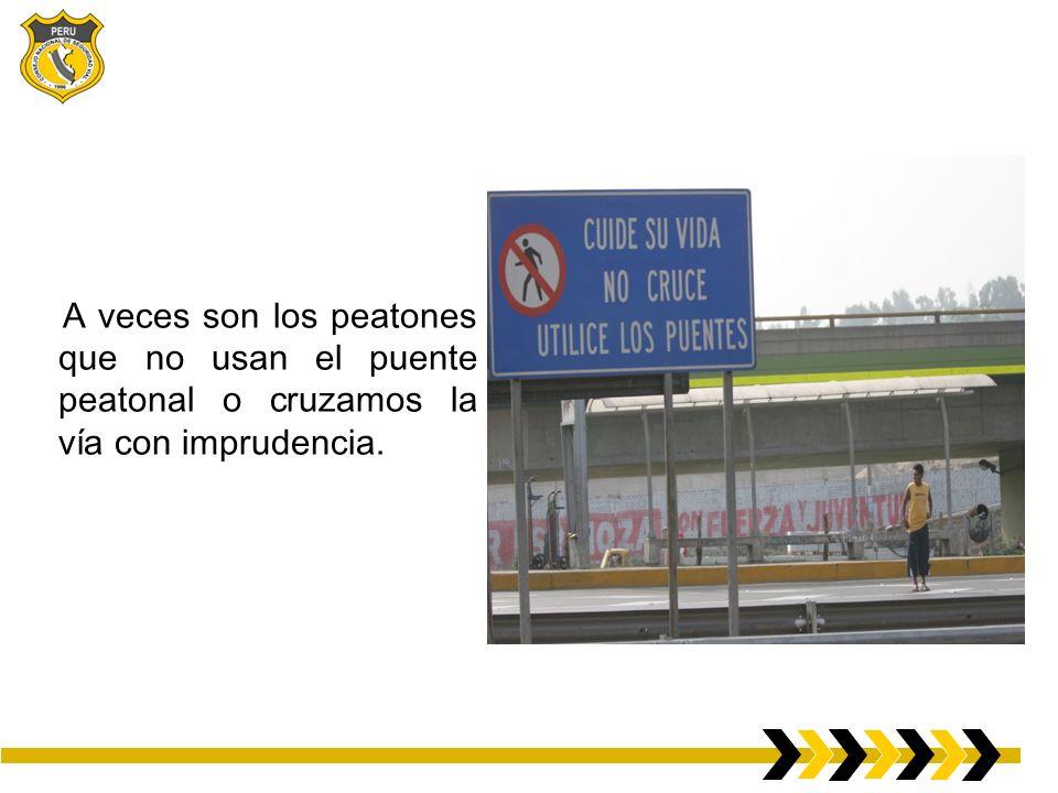 A veces son los peatones que no usan el puente peatonal o cruzamos la vía con imprudencia.