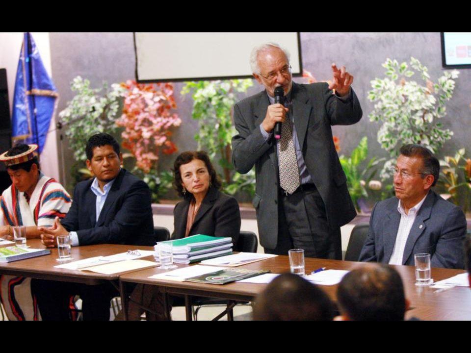 Ceremonia de presentación del formulario al Ministro del Ambiente Dr. Antonio Brack Egg