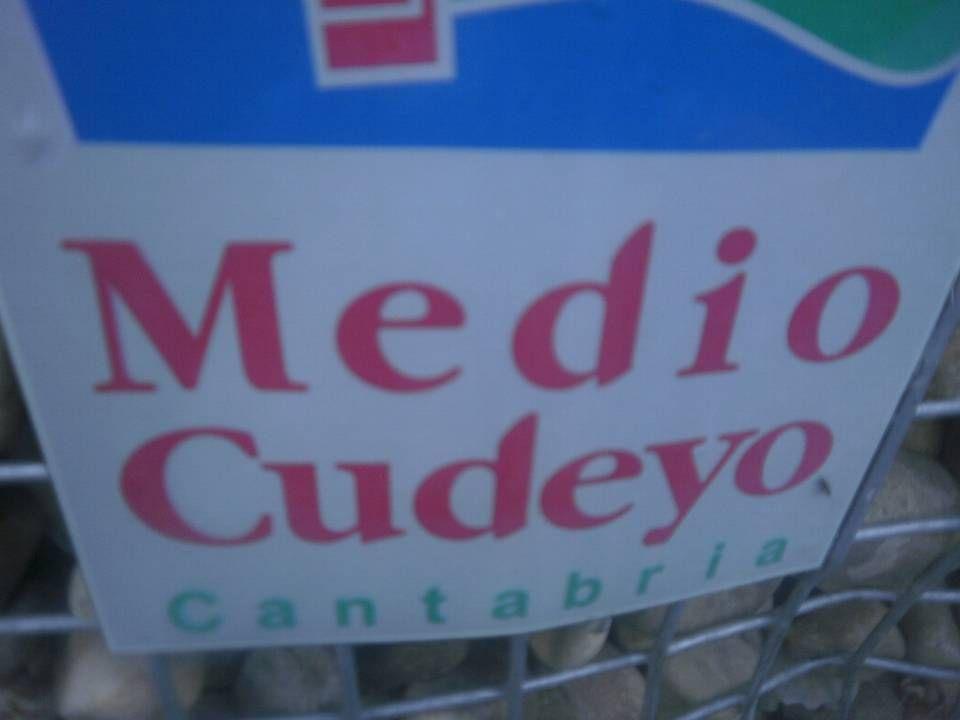 Medio Cudeyo está formado por 10 pueblos: Ánaz Ceceñas Heras Hermosa San Vitores Santiago de Cudeyo San Salvador Sobremazas Solares Valdecilla