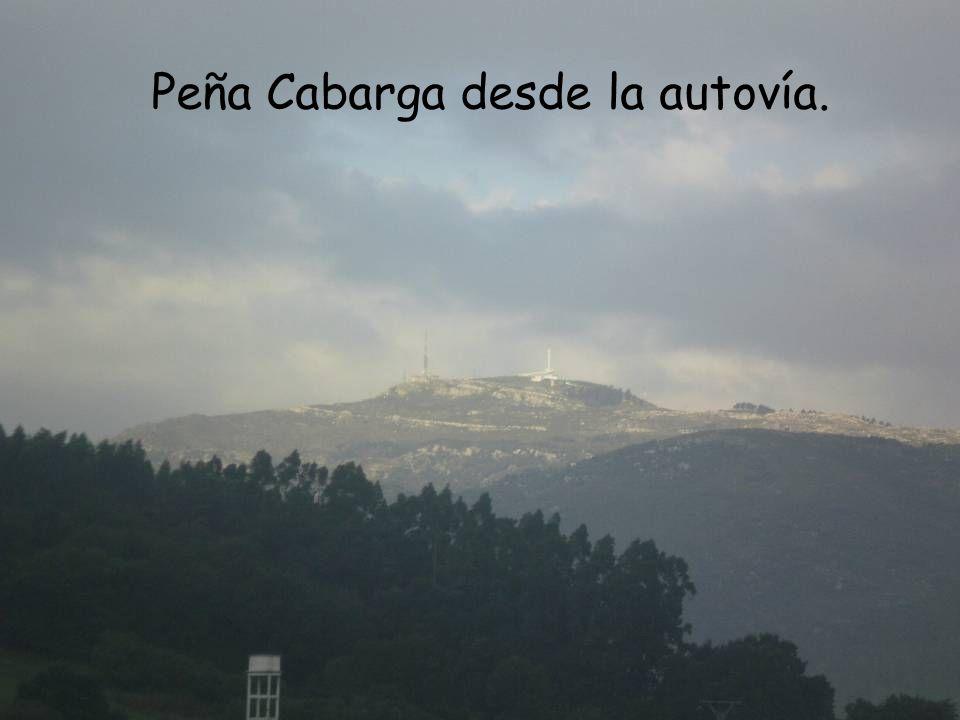 Peña Cabarga desde la autovía.