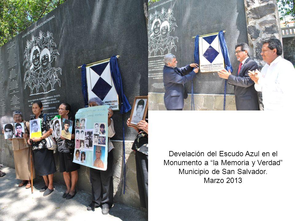 Develación del Escudo Azul en el Monumento a la Memoria y Verdad Municipio de San Salvador. Marzo 2013