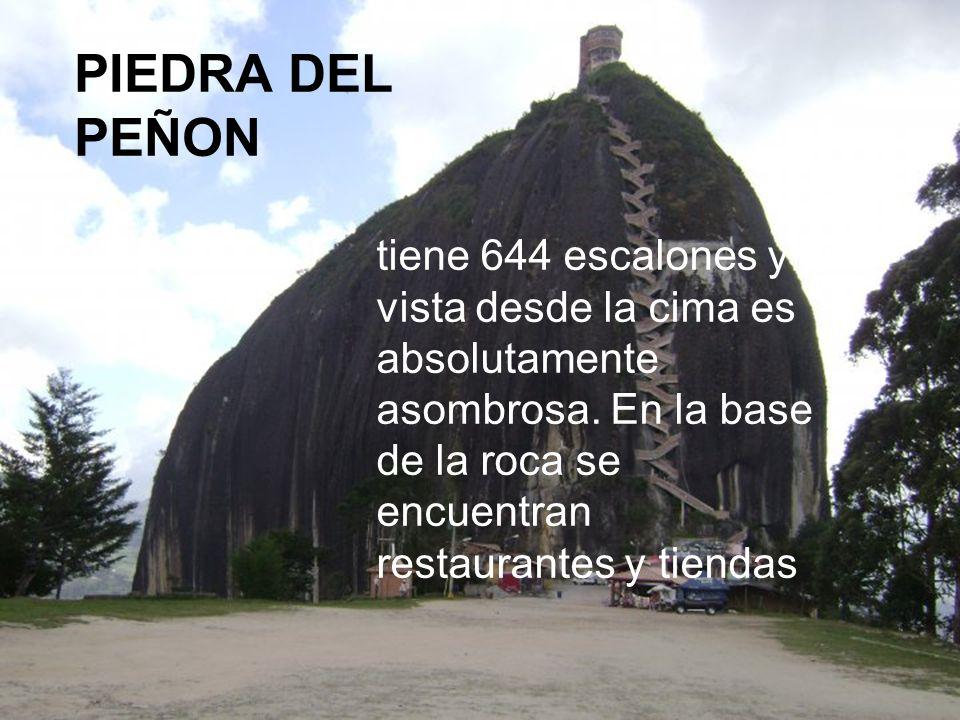 tiene 644 escalones y la vista desde la cima es absolutamente asombrosa. En la base de la roca se encuentran restaurantes y tiendas PIEDRA DEL PEÑON