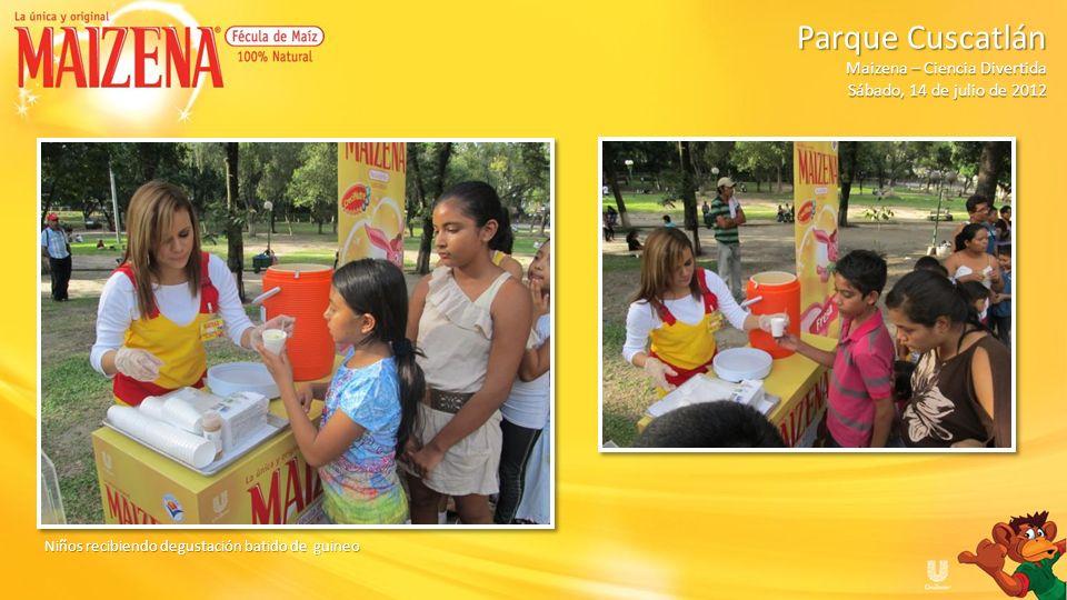 Niños recibiendo degustación batido de guineo Parque Cuscatlán Parque Cuscatlán Maizena – Ciencia Divertida Sábado, 14 de julio de 2012