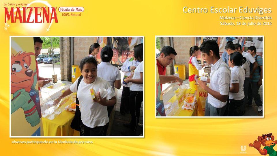 Jóvenes participando en la tómbola de premios Centro Escolar Eduviges Maizena – Ciencia Divertida Sábado, 18 de julio de 2012
