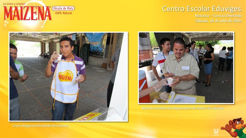 Jóvenes haciendo cola para recibir degustación Centro Escolar Eduviges Maizena – Ciencia Divertida Sábado, 18 de julio de 2012