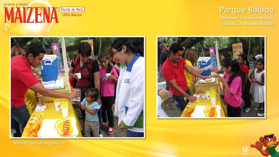 Niños recibiendo degustación Parque Balboa Parque Balboa Maizena – Ciencia Divertida Sábado, 28 de julio de 2012