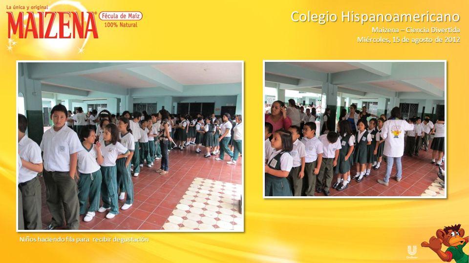 Niños haciendo fila para recibir degustación Colegio Hispanoamericano Colegio Hispanoamericano Maizena – Ciencia Divertida Miércoles, 15 de agosto de